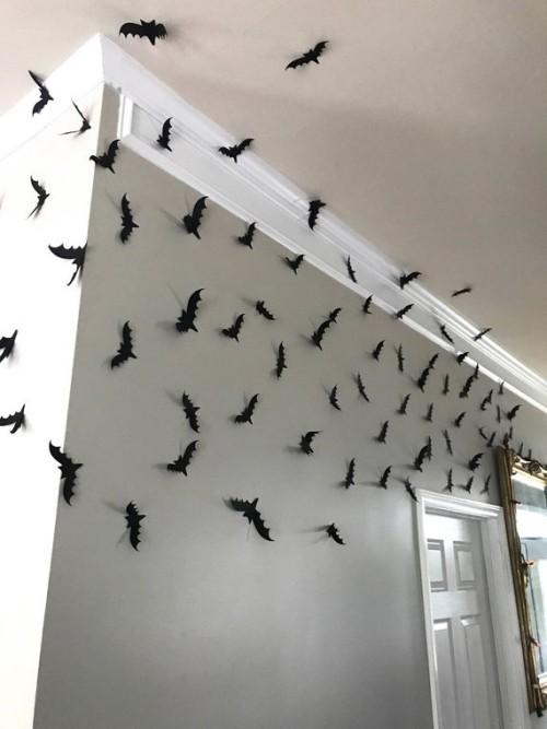 Halloween Deko Innenraum viele schwarze Fledermäuse