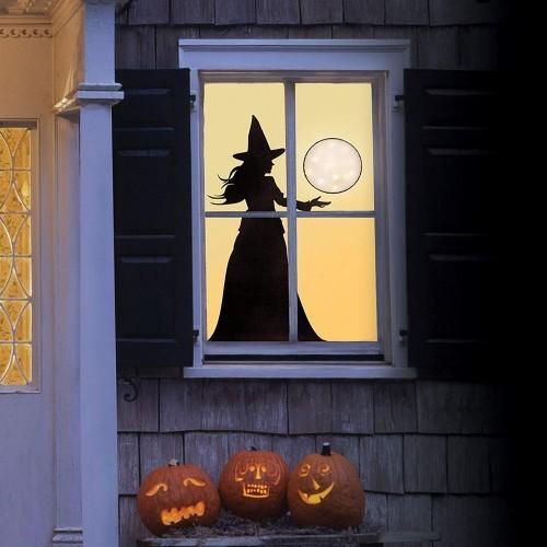 Halloween Fensterdeko Schattenbild Hexe drei geschnitzte Kürbisse draußen