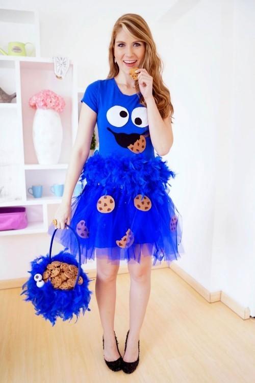 Halloween Kostüme Trick or Treat mit Cookies blaues Kleid lustig gemustert