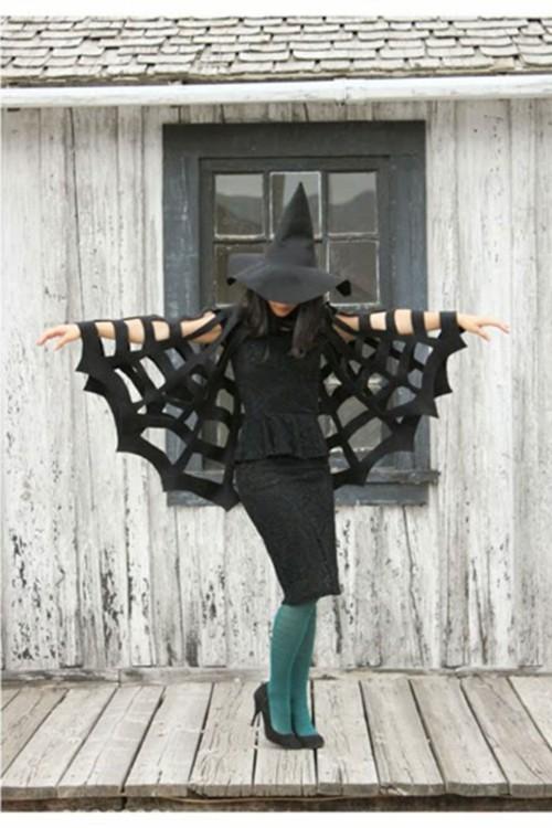 Halloween Kostüme ganz in schwarz mit Spinnengewebe und Hut
