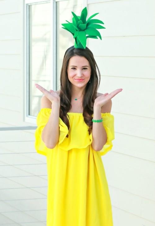 Halloween Kostüme gelbes Kleid mit Grün geschmückt fröhlich statt gruselig