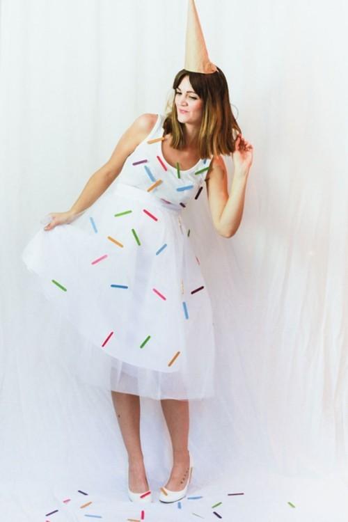 Halloween Kostüme schönes weißen Sommerkleid für gute Laune auf der Party