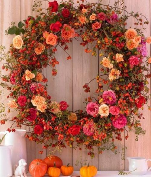 Herbstkränze Blüten in Rosa und Weiß