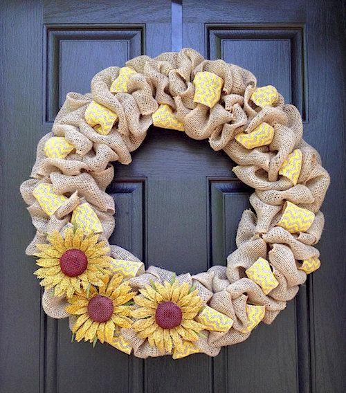 Herbstkränze Leinensack und Sonnenblumen