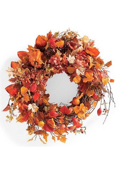Herbstkränze mit feurigen Schattierungen