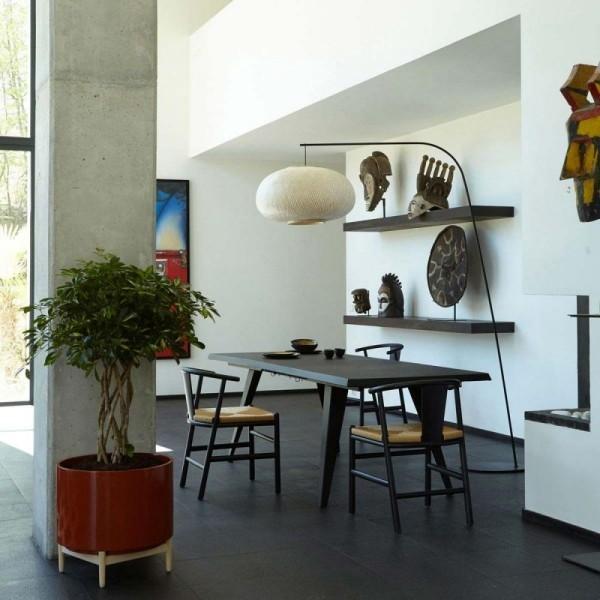 Ideen für Zimmerpflanzen-Deko minimalistisch eingerichtetes Zimmer mit Ethno-Elementen