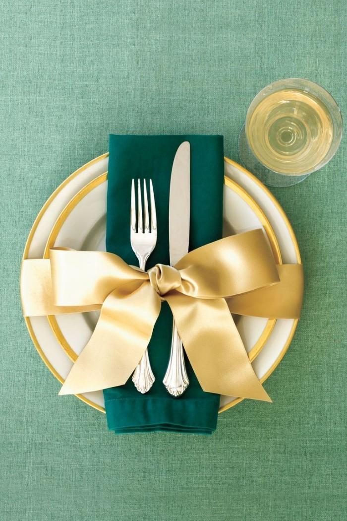 Ideen zu Weihnachten schönes Geschirr blau-grüne Serviette