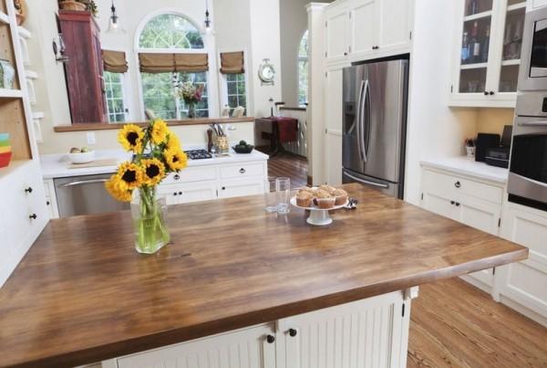Küchendesign Ideen Holz weiß moderne Küchengeräte ansprechendes Design