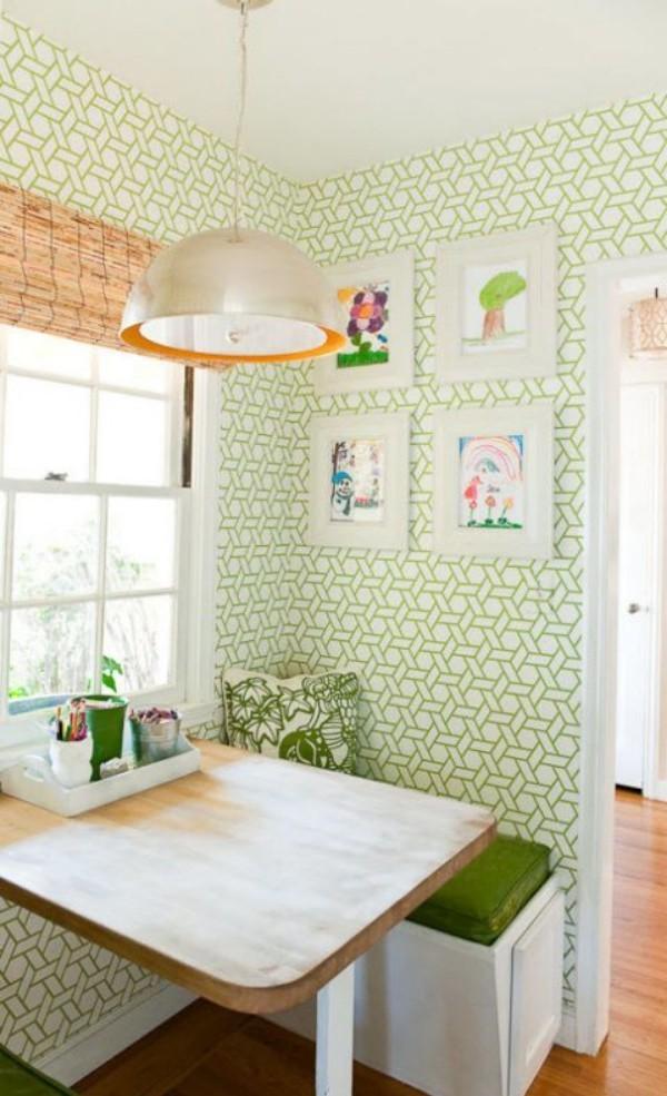 Küchendesign Ideen grün gemusterte Wandtapeten grüne Polsterung der Sitzbank