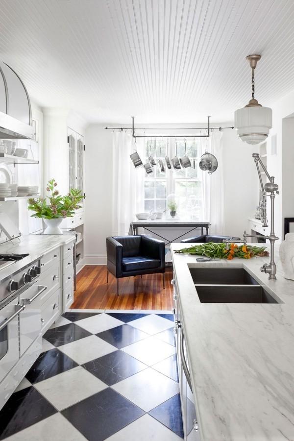 Küchendesign Ideen schmale Küche plus Sitzbereich sehr einladendes Design