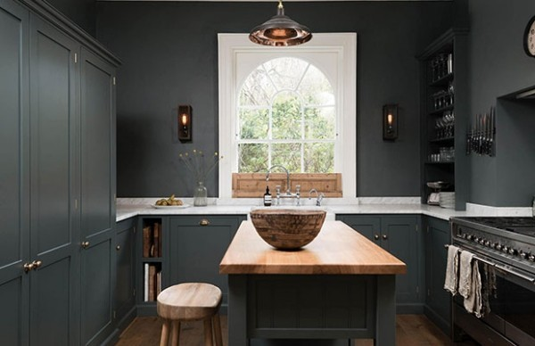 Küchendesign in dunklen Farben elegante Kücheninsel