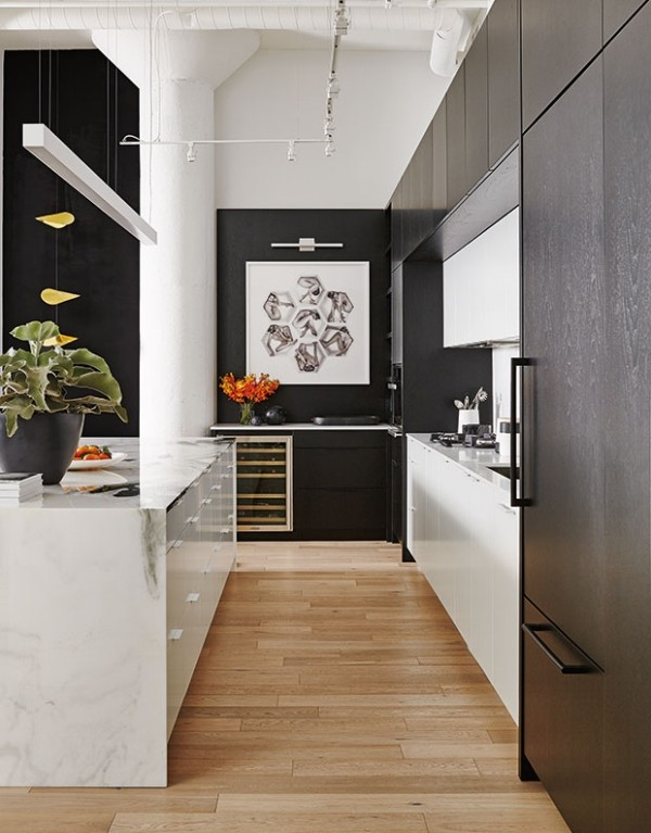 Küchendesign in dunklen Farben schwarz-weiß klassisches Farbduo trendiger Look