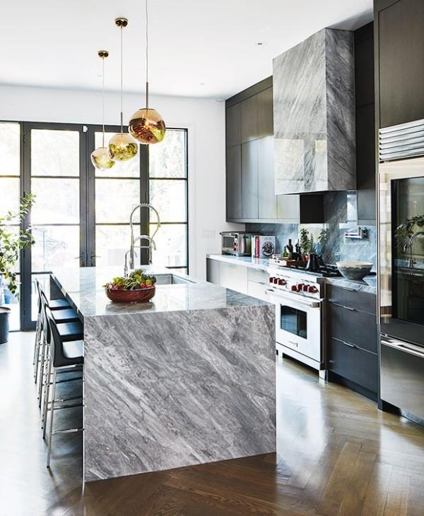 Kücheninsel aus grauem Marmor Hängeleuchten