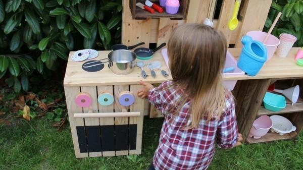 Matschküche bauen - Aus Obstkisten & Paletten mit Anleitung
