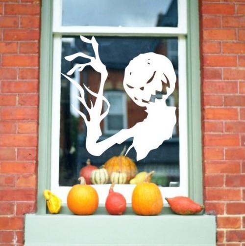 Schaurige Halloween Fensterdeko Schattenbild Kürbisse draußen vor dem Fenster