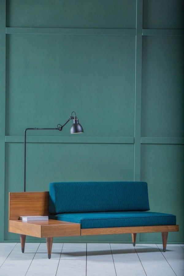 Sofa mit integriertem Tisch Gestell aus Holz