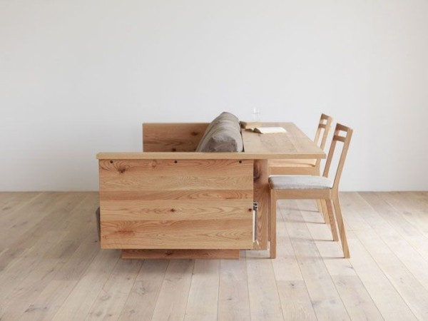 Sofa mit integriertem Tisch hier Schreibtisch Gestell aus Holz
