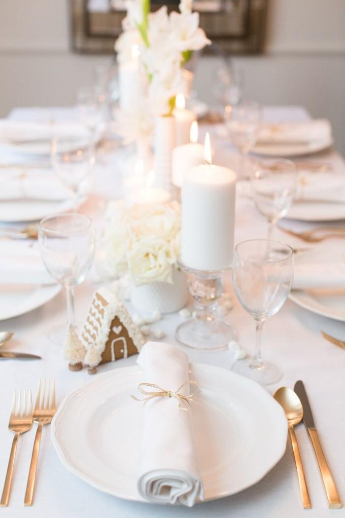 Tischdeko Ideen zu Weihnachten Goldakzente auf dem Festtisch
