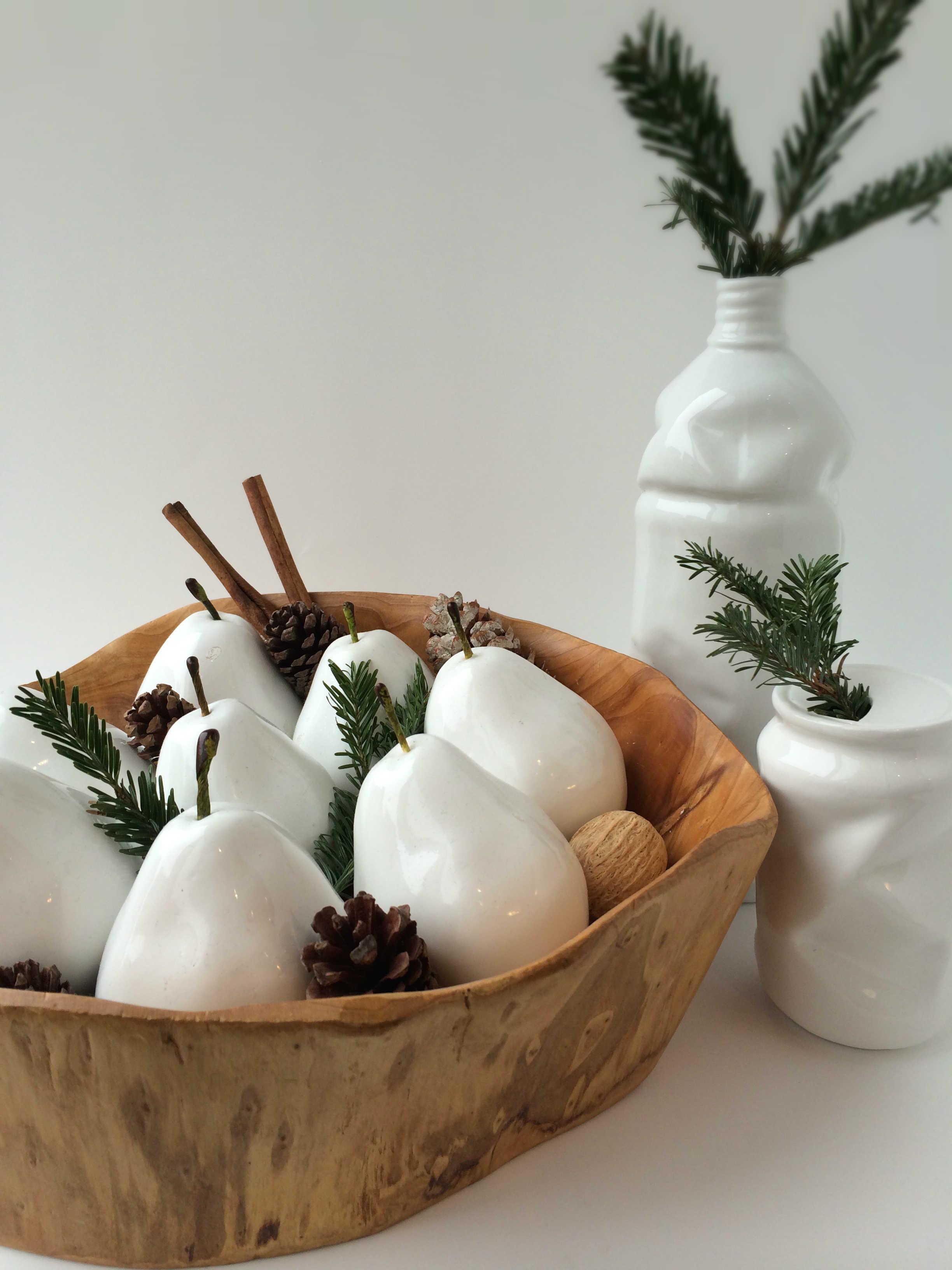 Tischdeko Ideen zu Weihnachten Holzschüssel weiße