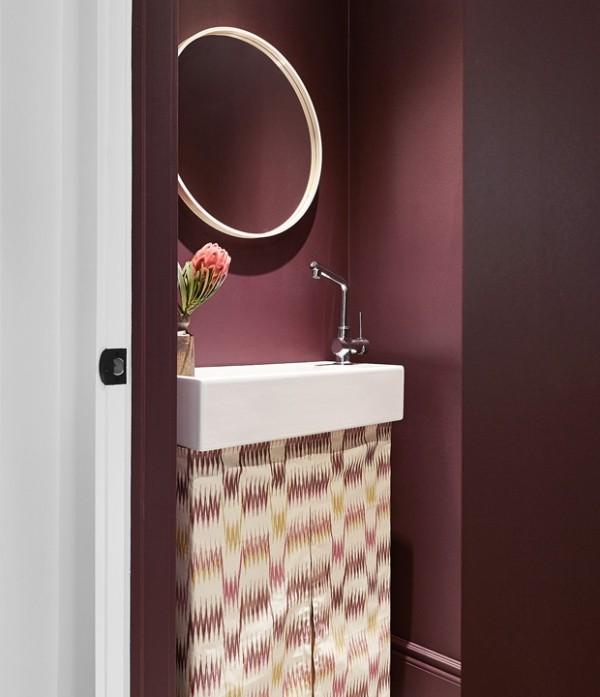 Trendfarben 2018 luxuriöses Bad in Violett-Rotschattierung erhabener Look