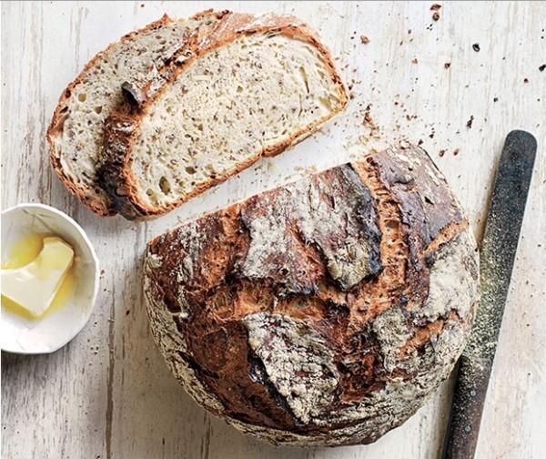 Trendfarben 2018 selbstgebackenes Brot natürliche Farbe eigenartigen Geschmack unverkennbaren Duft