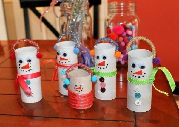 ausgefallene weihnachtsdeko selber machen schneemänner aus klorollen