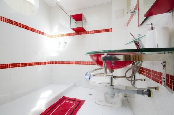 badezimmer gestaltungsideen akzete in roter farbe