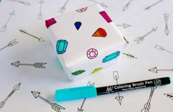 bemalen mit farbigem stift geschenkpapier