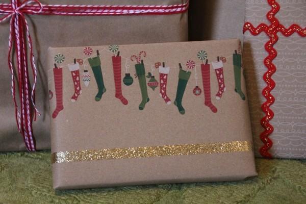 bemalene stiefel geschenkpapier