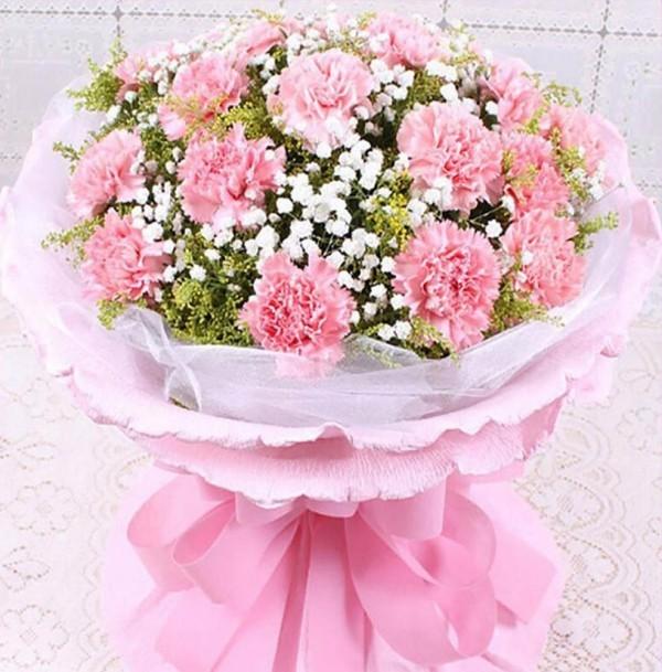 blumenstrauß in rosa und weiß basteln mit krepppepapier