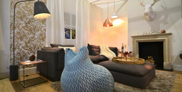 brauntöne sofa sitzsack kupfer akzente wohnzimmer