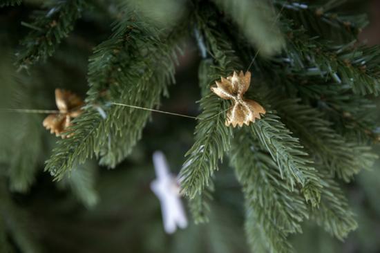 feine weihnachtsgirlande basteln mit nudeln
