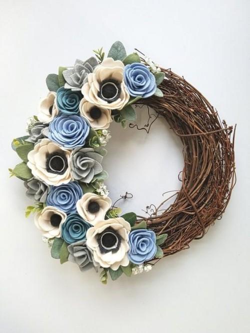 feminine weiß blaue Blüten Herbstkränze