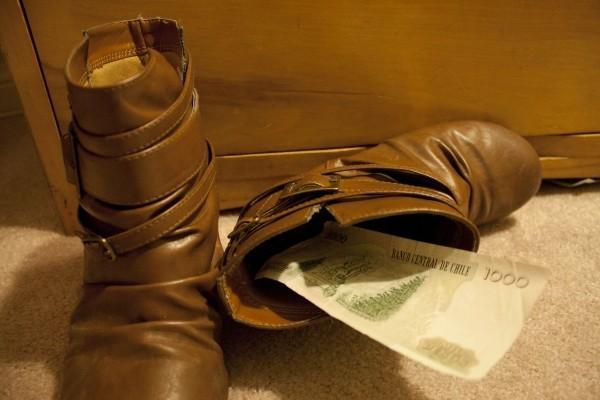 geldverstecke in den schuhen
