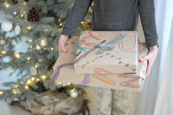 geschenkpapier mit kindern basteln - tolle idee