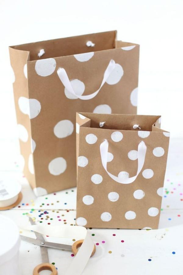 geschenkpapier tüten mit punkten