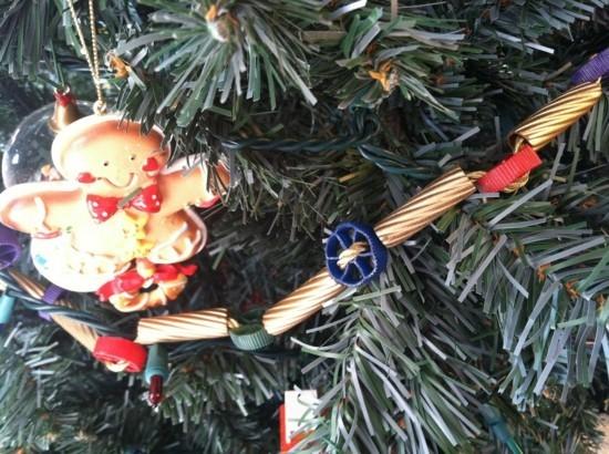girlande basteln mit nudeln zu weihnachten