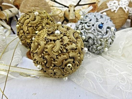 gold silber weihnachtskugeln basteln mit nudeln