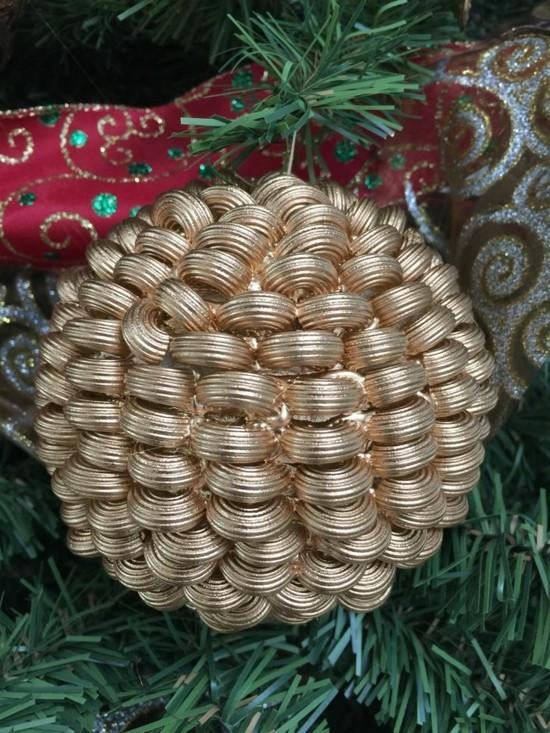 gold weihnachtskugeln basteln mit nudeln