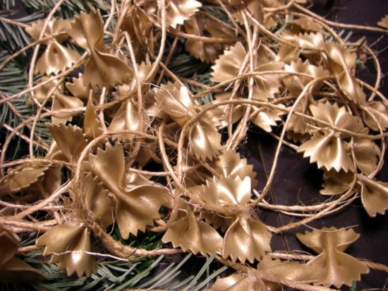 goldene girlanden basteln mit nudeln