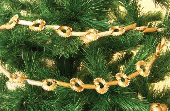 goldene weihnachtsbaum girlande basteln mit nudeln
