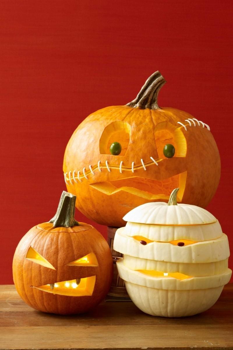 halloween deko drei verschiedene kürbisse