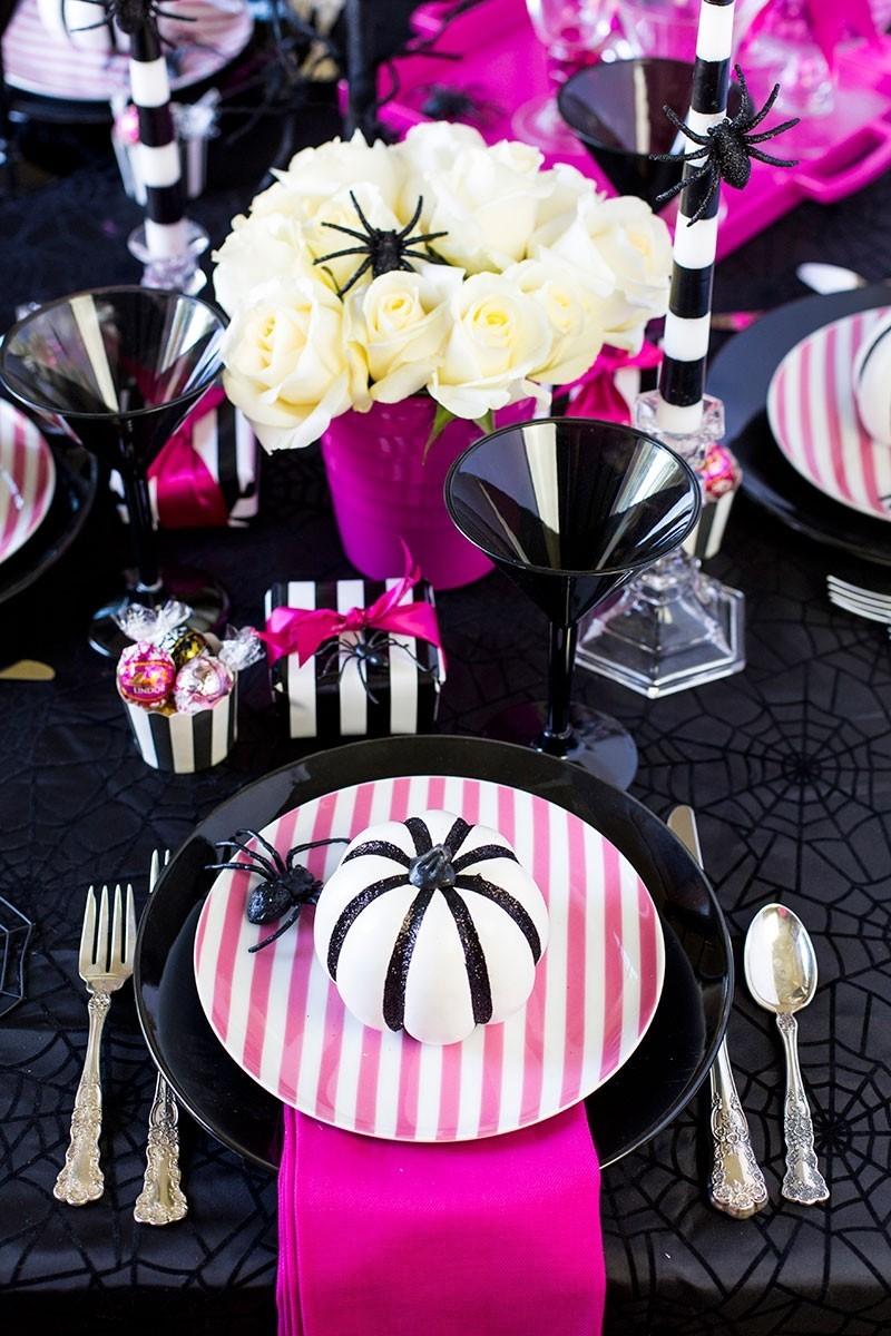 halloween deko schwarze tischdecke