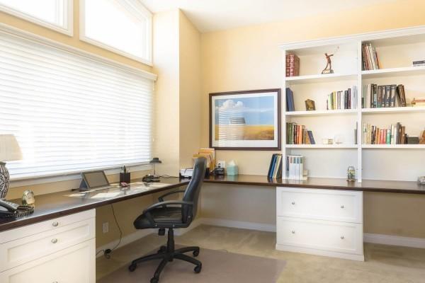 hellgelb und braun arbeitszimmer einrichten