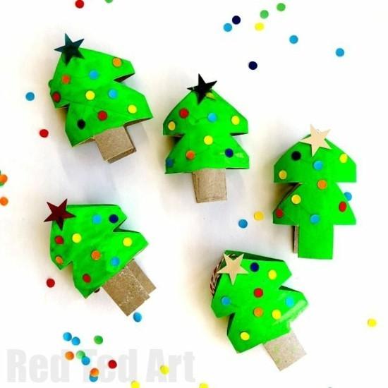 kleine weihnachtsbäume deko basteln mit klorollen