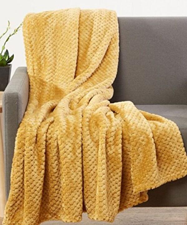 kuscheldecken zwischen gelb und braun