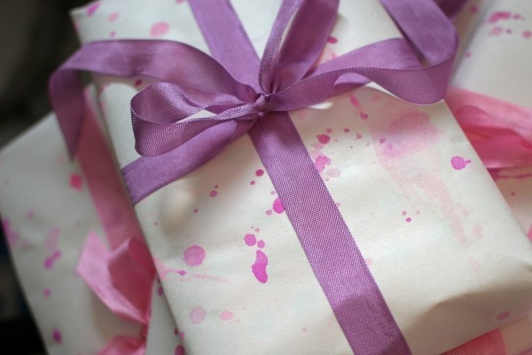 lila muster als deko geschenkpapier