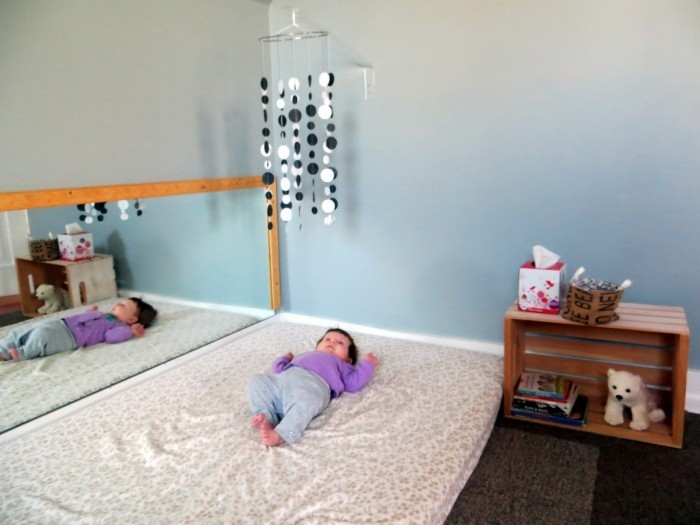 montessori bett liegendes baby
