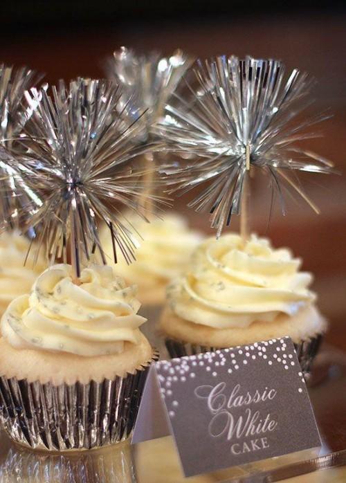 muffins in silber und weiß deko ideen