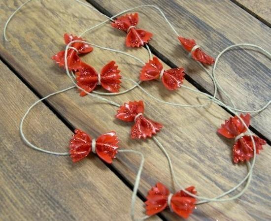 rote girlande basteln mit nudeln